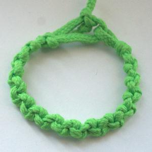 punutud roheline käepael